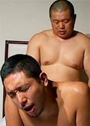 飢えた筋肉ゴリラの初野郎セックス。