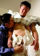 アメフプレーヤー翔太、防具装着のまま犯られる!! ...